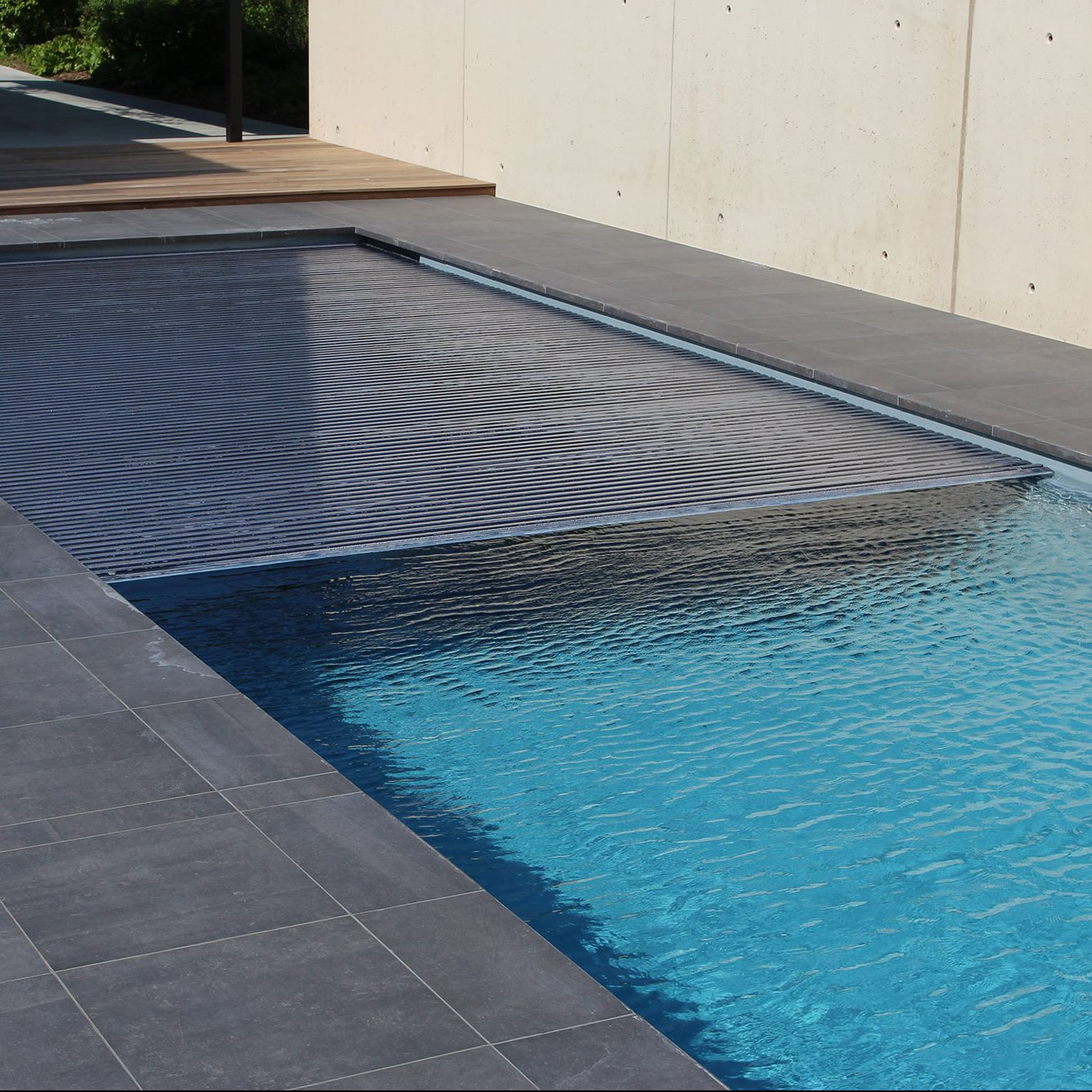 Materiel de piscine construction de piscines biarritz for Equipement piscine